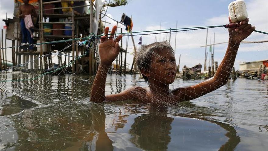 Filipinas, en alerta roja ante la llegada del tifón Melor al centro del país