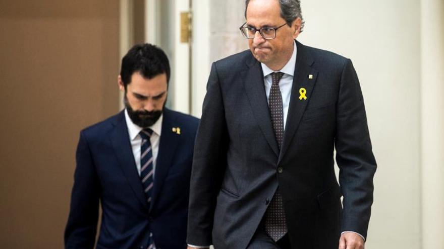 El president de la Generalitat, Quim Torra, junto al del Parlament, Roger Torrent