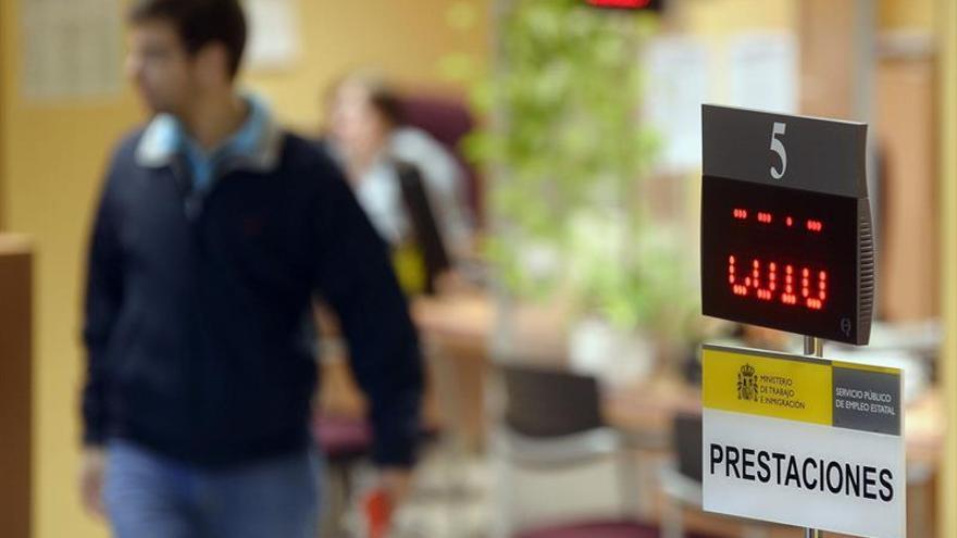 El 46 % de los parados no cobraba ninguna prestación por desempleo en abril