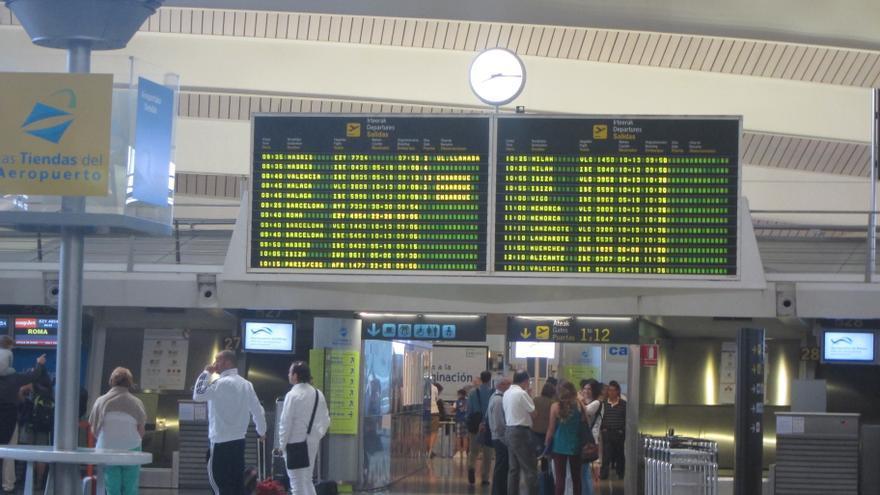 El Aeropuerto de Bilbao mantiene hasta la una de la madrugada la extensión del horario operativo