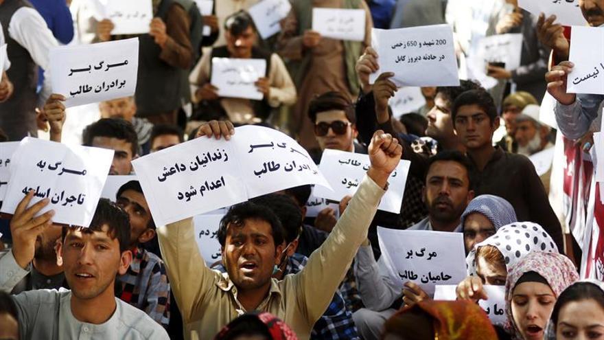 Indignación y destituciones tras un atentado con 90 muertos en Kabul