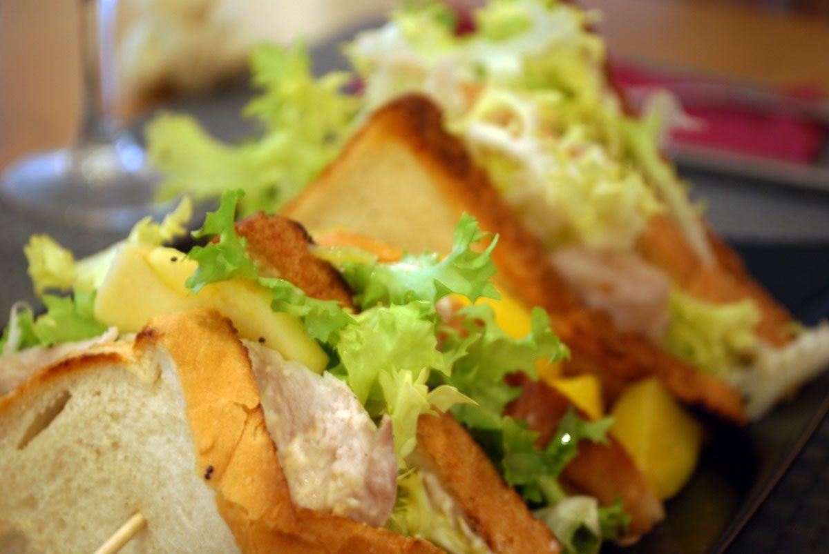 Sandwich de pollo y manzana_Malasaña a mordiscos
