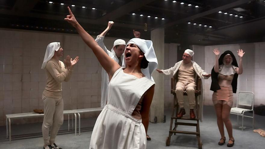 `Cáscaras vacías´producido por el Centro Dramático Naciona y Lazona Teatro en el Festival Venaguas