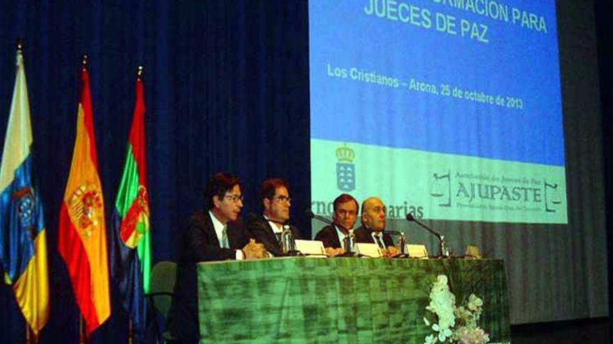 Jornadas de formación para el colectivo celebradas a finales de 2013 en Los Cristianos (Arona).