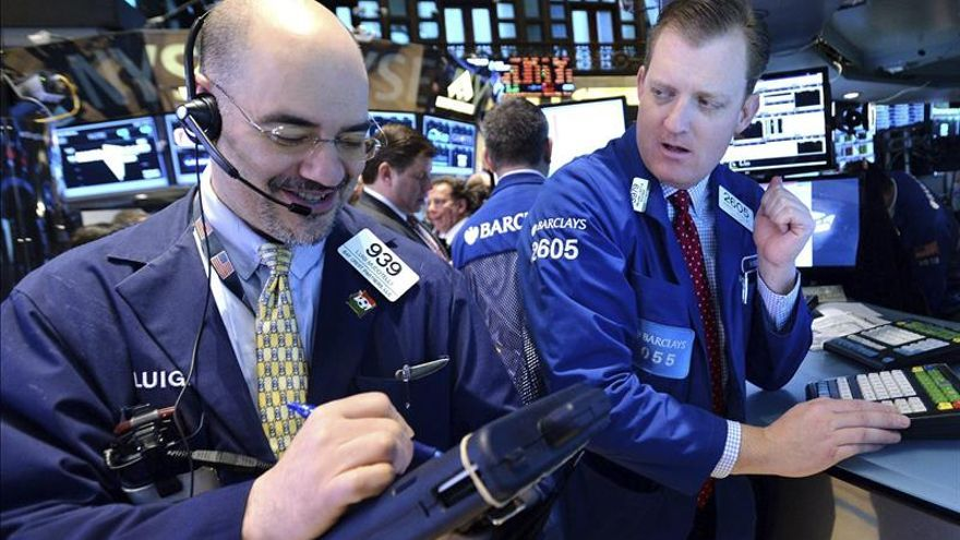 Wall Street abre con descensos y el Dow Jones pierde un 0,70 por ciento