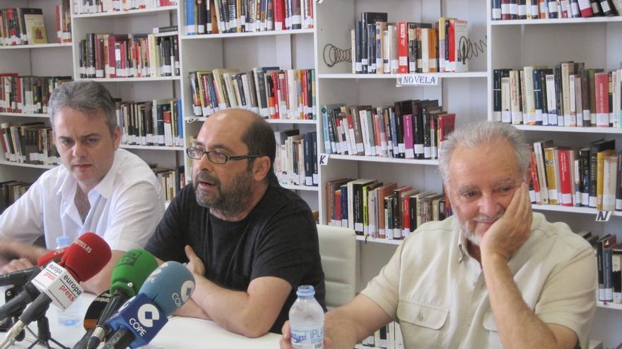 Julio Anguita, junto a miembros de la Mesa Estatal de Frente Cívico que han dado a conocer su propuesta de unidad popular.