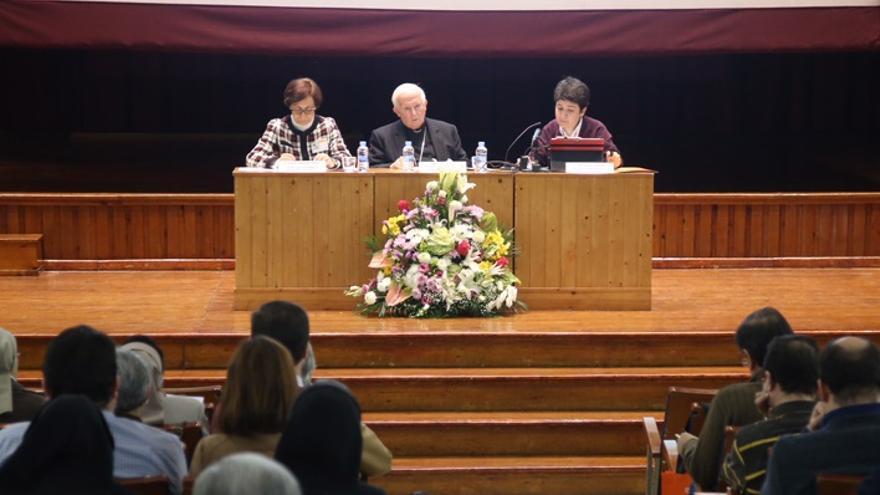 Imagen de la intervención del arzobispo Cañizares durete las jornadas en València
