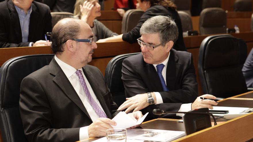 El presidente de Aragón, Javier Lambán (izqda), y el consejero de Presidencia, Vicente Guillén.