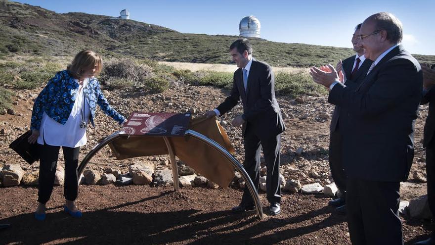 El presidente del Gobierno de Canarias y la secretaria de Estado, en la ceremonia de la primera piedra del Gran Telescopio LST1.