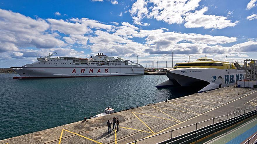Ferrys de Naviera Armas y Fred Olsen.