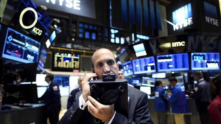 Wall Street abre con fuertes pérdidas y el Dow Jones cae un 1,04 por ciento