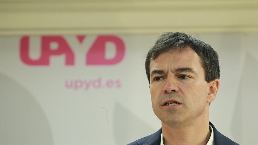 El candidato de UPyD el 20D, Andrés Herzog, se da de alta en el paro como demandante de empleo