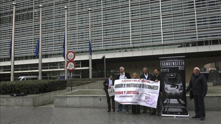 Víctimas de accidente del Alvia exponen sus denuncias a la Comisión Europea