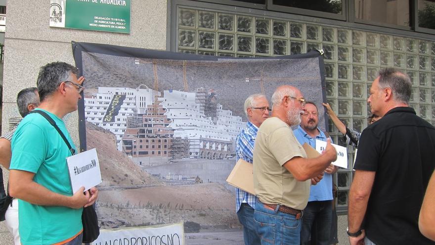La plataforma 'Algarrobicos NO' pide a la Comisión Europea que investigue si el hotel contraviene la normativa