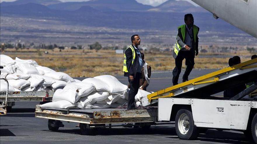 Un avión de carga ruso aterriza en Saná sin el permiso de la coalición árabe