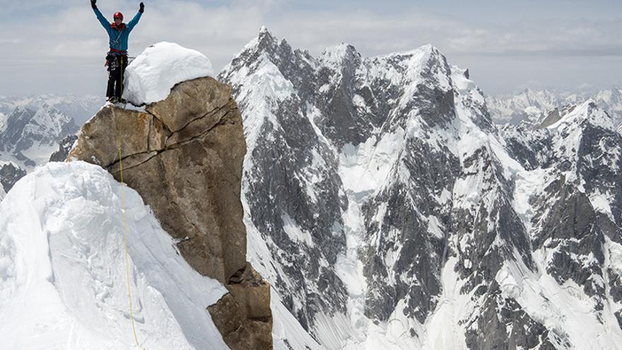 Andy Houseman en la cima Oeste del Link Sar (6.938 metros), Karakorum.