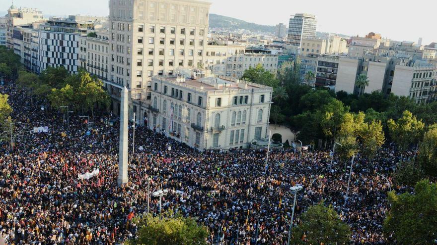 Imagen de la manifestación de protesta en Jardinets de Gracia   SANDRA LÁZARO
