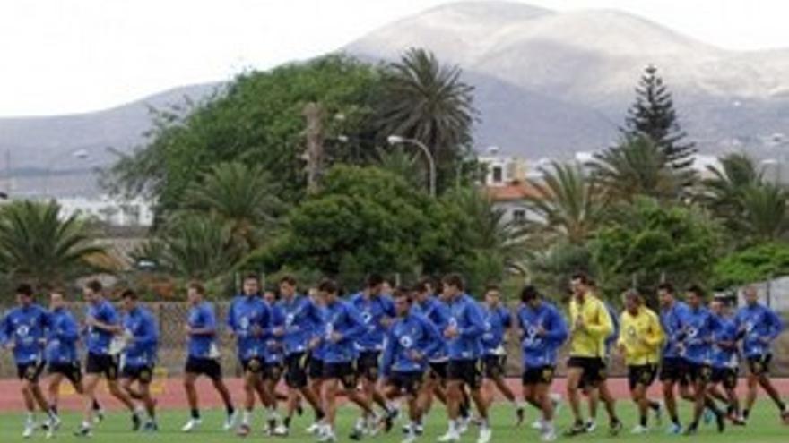Los jugadores se ejercitan en el Pablo Hernández. (WWW.UDLASPALMAS.ES)