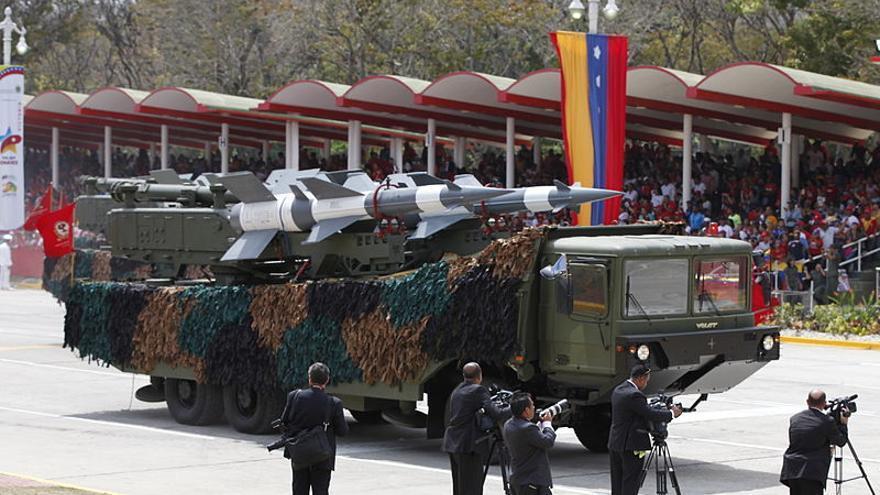 Desfile militar en homenaje a Hugo Chávez en 2015