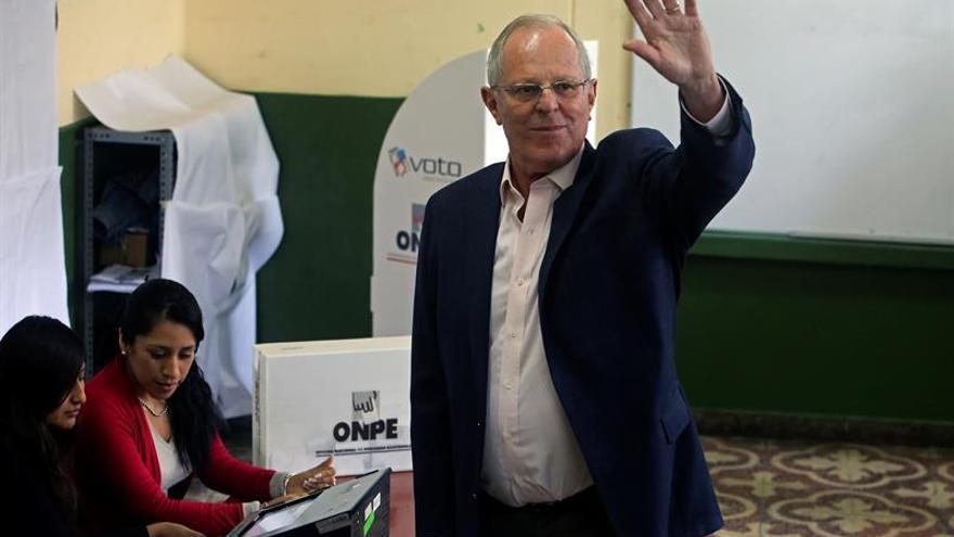 Kuczynski encabeza con 50,50% de votos el escrutinio de comicios en Perú