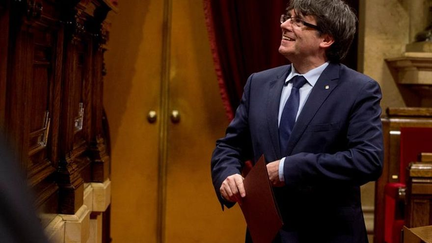 """Puigdemont llama ante los juristas a """"persistir"""" en el proceso soberanista"""