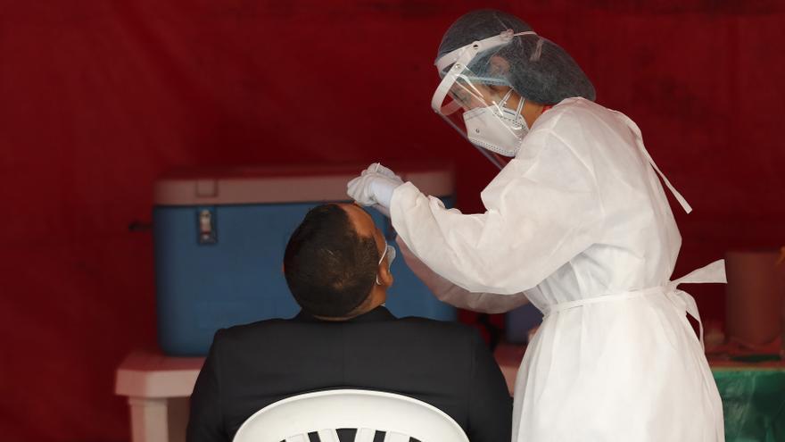 Colombia suma menos de 300 muertes por covid-19 por primera vez desde abril