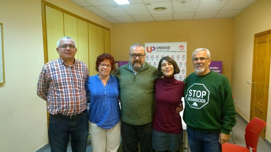 Magdalena Martínez con Paco Morote y otros miembros de las PAH's murcianas