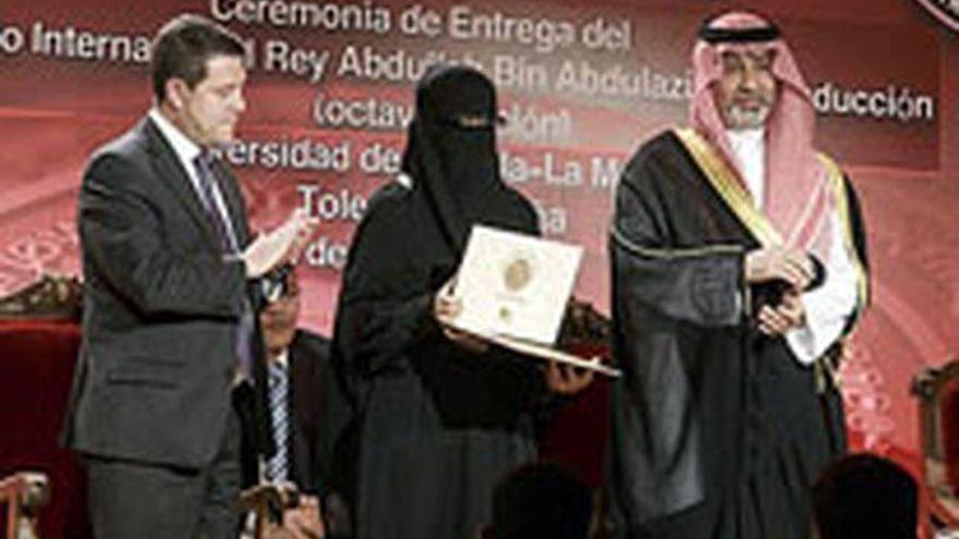 La entrega de premios, con García Page y la mujer con burk / LA TRIBUNA DE TOLEDO