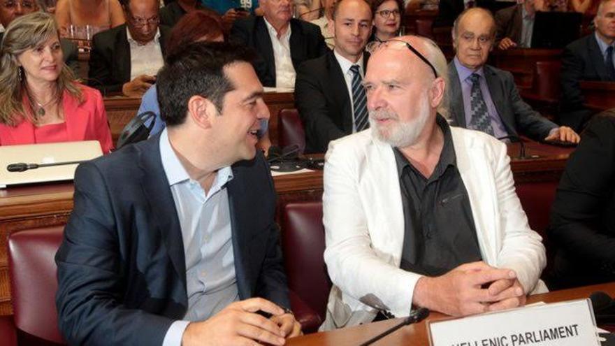Alexis Tsipras y el politólogo belga Eric Touissaint.