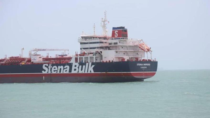 Irán asegura que el petrolero británico capturado chocó con un barco de pesca