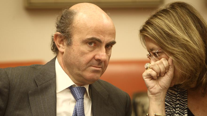 El PSOE pide que De Guindos explique en el Congreso el nombramiento de Rodríguez como presidenta de la CNMV