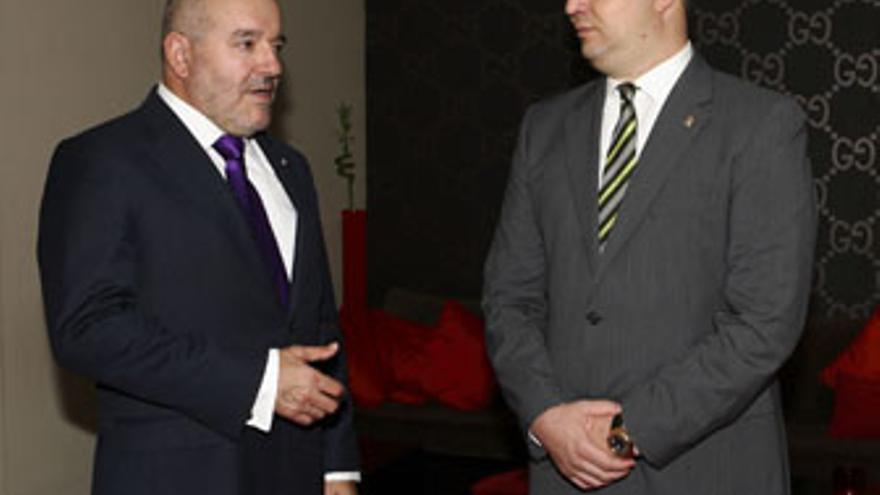 Miguel Concepción, presidente del CD Tenerife, junto a Miguel Ángel Ramírez, su colega de la UD Las Palmas.
