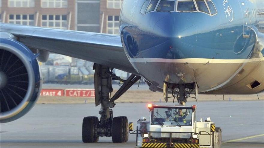 El aeropuerto de Fráncfort anula y cancela vuelos, tras una helada relámpago