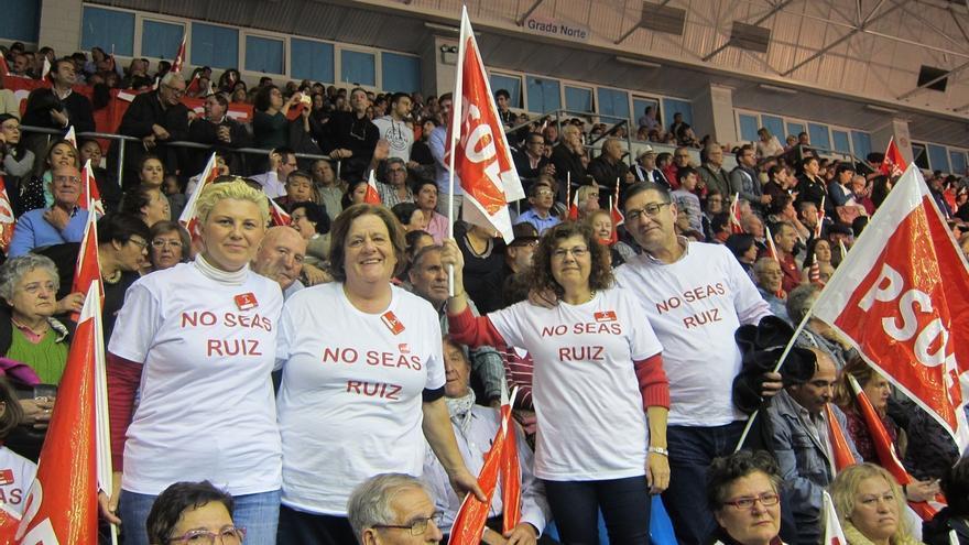 Camisetas con el lema 'No seas ruiz' y gritos de 'presidente' reciben a Pedro Sánchez en Murcia