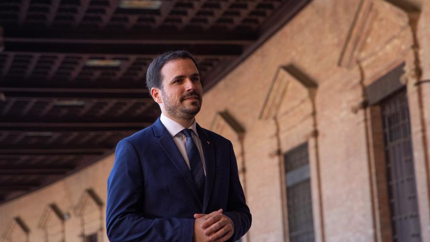 El ministro de Consumo, Alberto Garzón, atiende a los medios después de el  encuentro con la Federación Andaluza de Jugadores de Azar Rehabilitados (Fajer) a 10 de junio del 2021 en Sevilla, Andalucía, España
