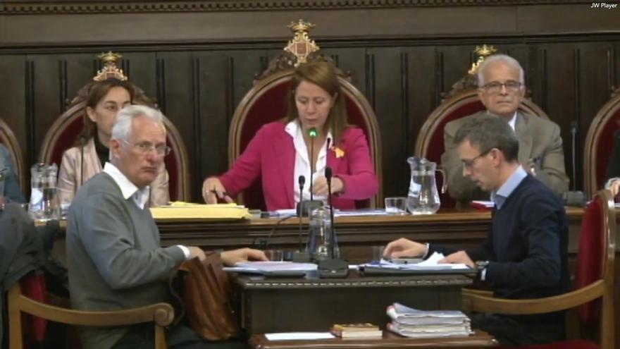 Ayuntamiento de Girona, con la abstención del PSC, declara 'non gratos' al Rey y Millo y se opone al 155