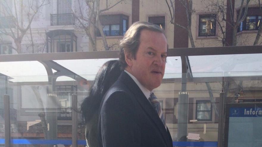 Jesús Salazar, expresidente de SOS (actual Deoleo), pasea por Madrid en marzo de 2015.