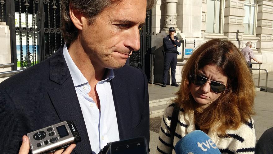 Alcalde de Santander. Concentración repulsa atentados en París.