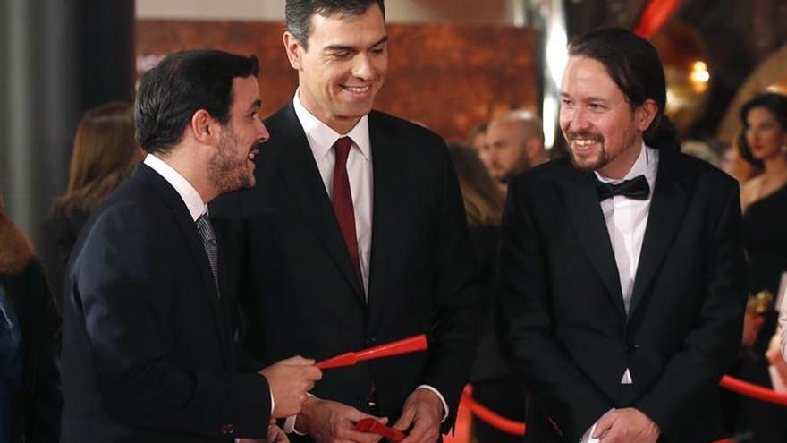 Iglesias, Sánchez y Garzón apoyan a las mujeres con los abanicos en los Goya