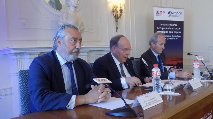 Gómez-Pomar prevé que la inversión pública en infraestructura aumentará si crece el PIB y baja el déficit público