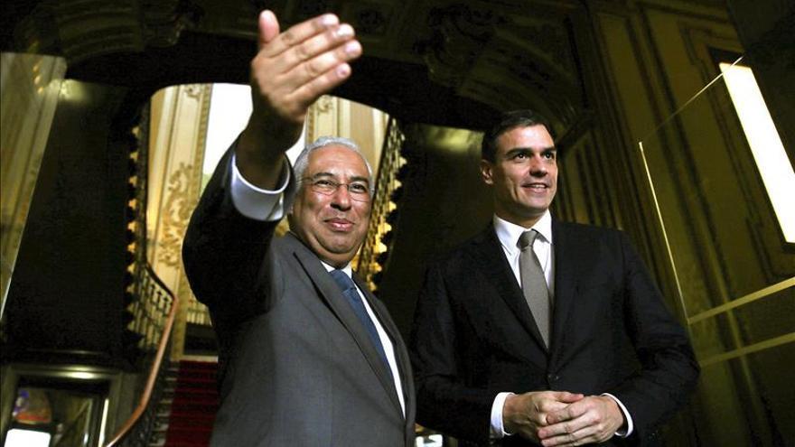 El primer ministro portugués, Antonio Costa, junto al secretario general del PSOE, Pedro Sánchez.