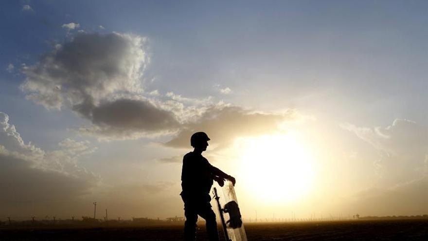 Fuerzas kurdo sirias se aproximan al centro de una urbe tomada por el EI