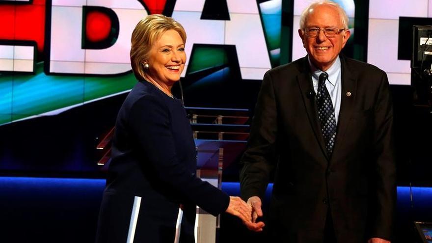 Sanders da su respaldo oficial a Clinton tras resistirse más de un mes