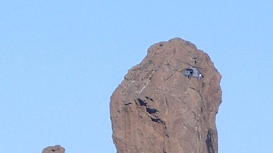 De un helicóptero posándose en el Tablón del Nublo #10