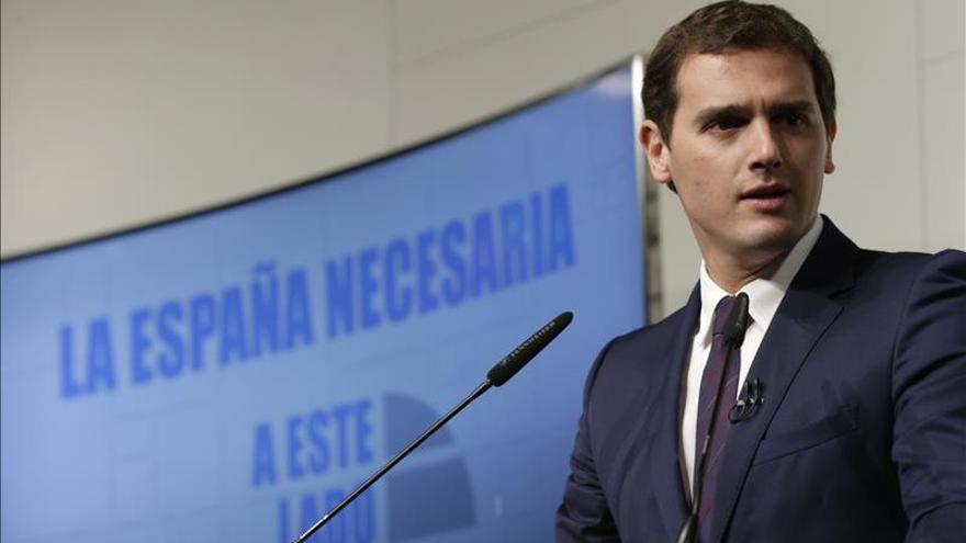 Rivera ha hablado varias veces con Rajoy y S.Santamaría por los atentados de París