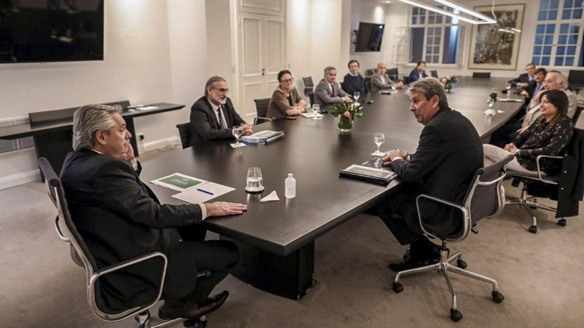 El presidente Alberto Fernández y sus ministros, reunidos con el Consejo Agroindustrial.