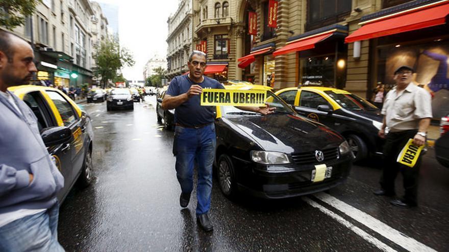 Empresas recientes como Uber han levantado la polémica entre el resto de actores de su sector