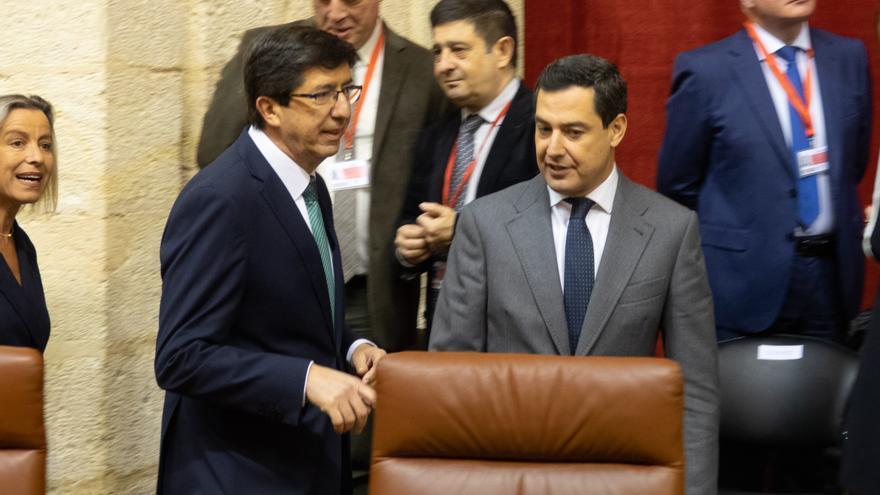 Juan Marín (Cs) y Juanma Moreno (PP) en la sesión constitutiva del Parlamento andaluz de la XI legislatura