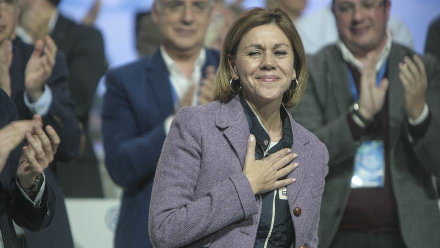 María Dolores de Cospedal agradece los aplausos durante el 18 congreso del PP.