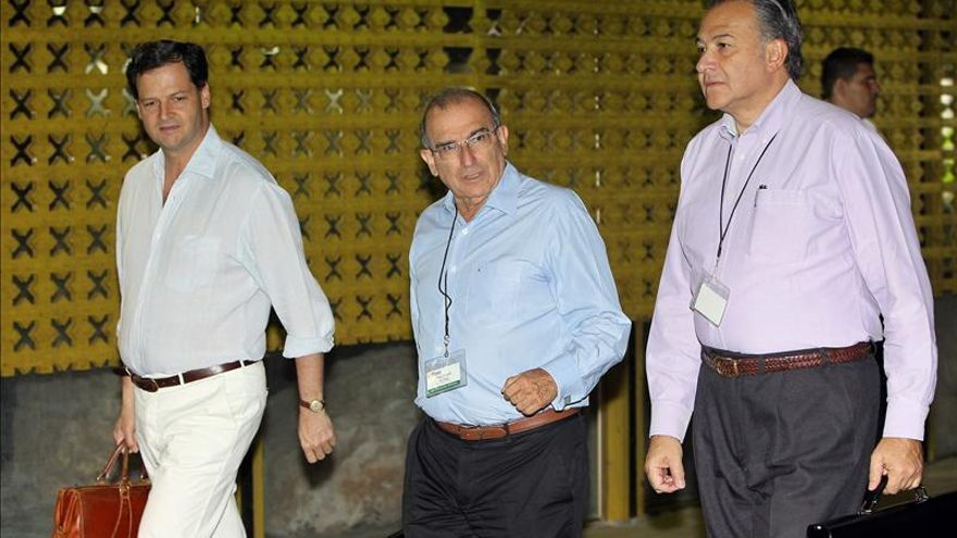 El equipo del Gobierno de Santos parte a Cuba con la urgencia de alcanzar acuerdos